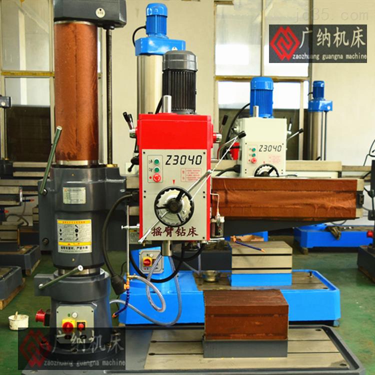 1、Z3040机械型摇臂钻床采用3台电动机拖动,他们分别是主轴电动机,摇臂升降电动机,和冷却泵电动机,这些电动机都采用直接启动方式。 2、z3040x10摇臂钻床为了适应多种形式的加工要求,摇臂钻床主轴的旋转及进给运动有较大的调速范围,一般情况下多由机械变速机构实现。主轴变速机构与进给变速机构均装在主轴箱内。直销40摇臂钻床的厂家 3、机械摇臂钻床的主运动和进给运动均为主轴的运动,为此这两项运动有一台主轴电动机拖动,分别经主轴传动机构,进给传动机构实现主轴的旋转和进给。 4、z3040双立柱摇臂钻床采用机