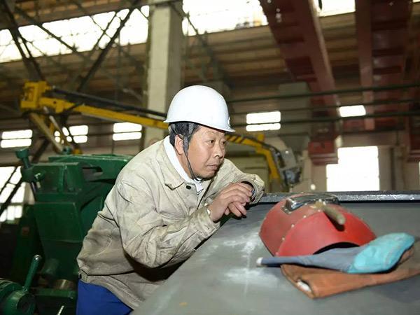 """大国工匠卢仁峰:""""独手""""成为焊接技术的领军人"""