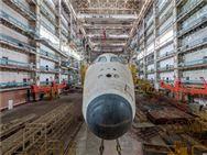 哈萨克斯坦沙漠中的废弃航天机场和从未上过天的航天飞机