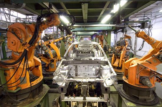 """工业机器人与机床哪个才是智能制造的核心?""""/"""